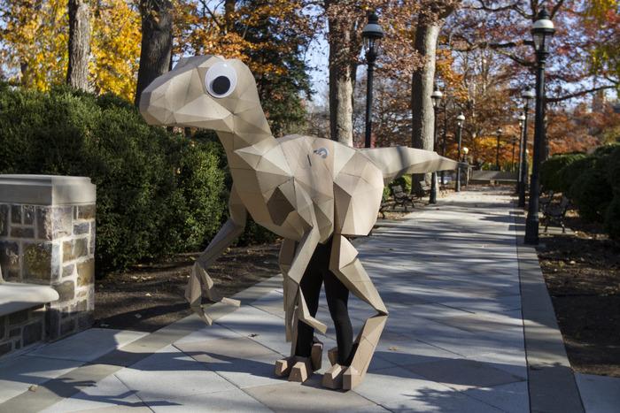 Даже с бумажным динозавром можно выйти на кикстартер :)