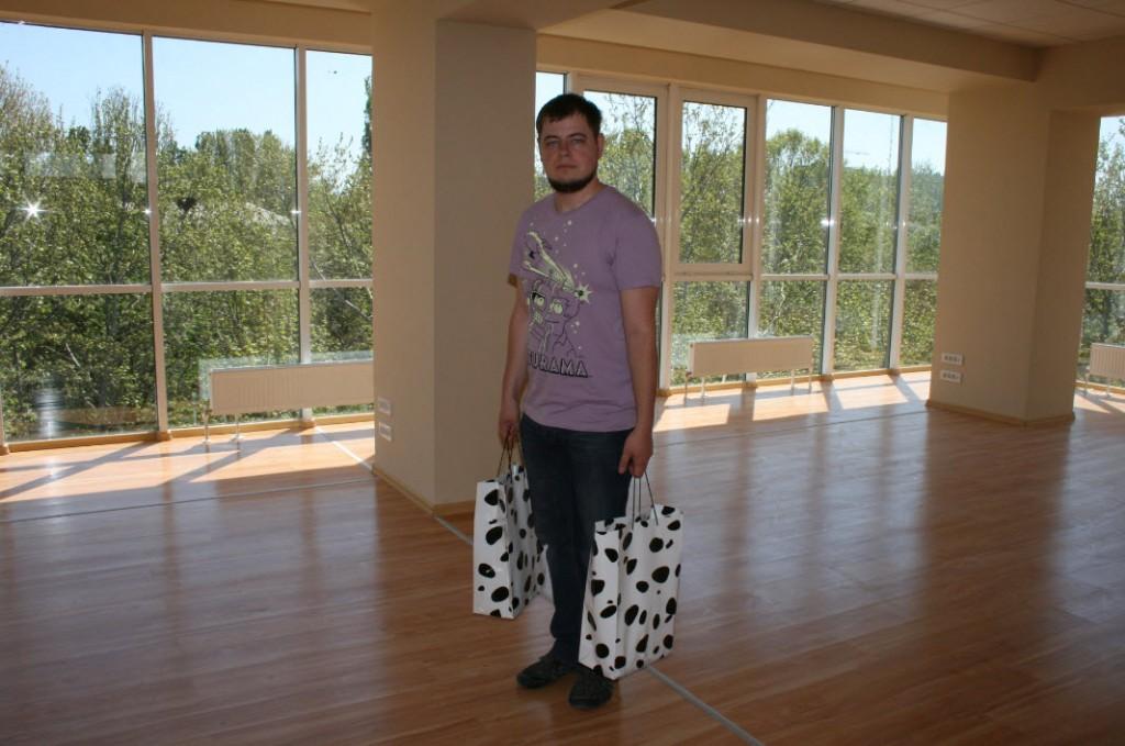 Андрей Чумаченко с пакетами