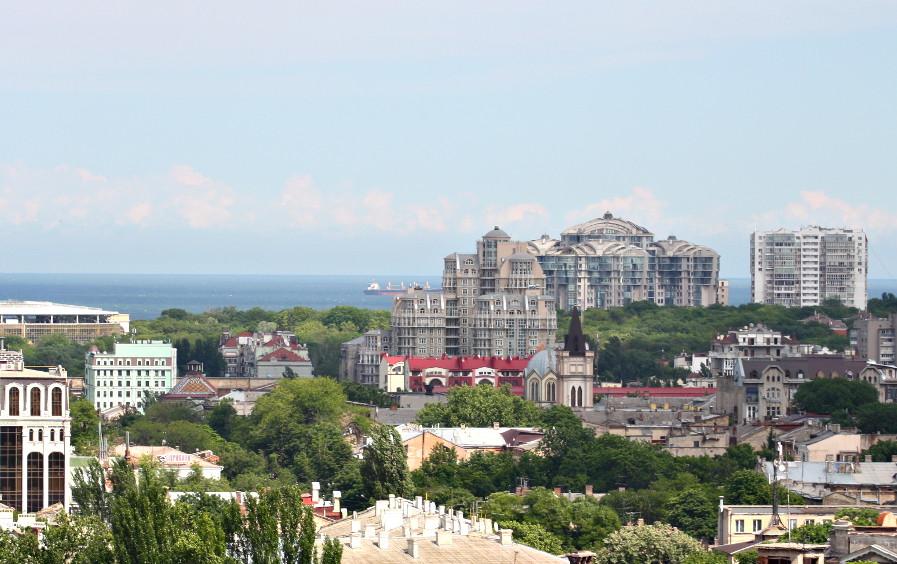 Кусочек стадиона Черноморец и несколько новостроек в центре